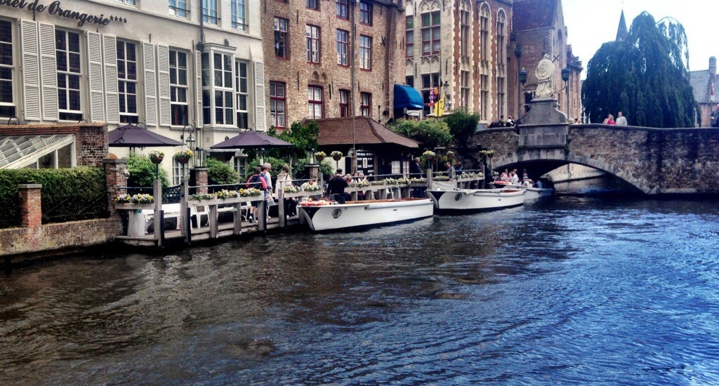 Why you should visit Bruges over Brussels, Belgium.