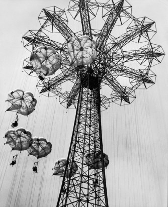 circa 1955:  Low-angle view of people descending from the parachute ride at the Coney Island Steeplechase amusement park, Brooklyn, New York.  (Photo by Hulton Archive/Getty Images)