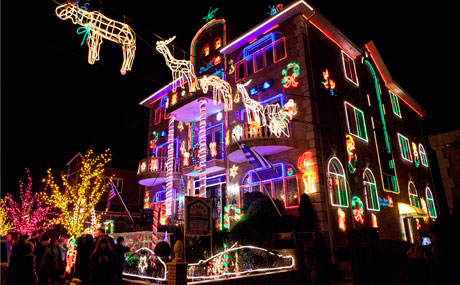 creativity that makes people go to all this trouble and pay coned besides its all here in the form of a huge animatronic santa taking over the front - Christmas Lights In Brooklyn