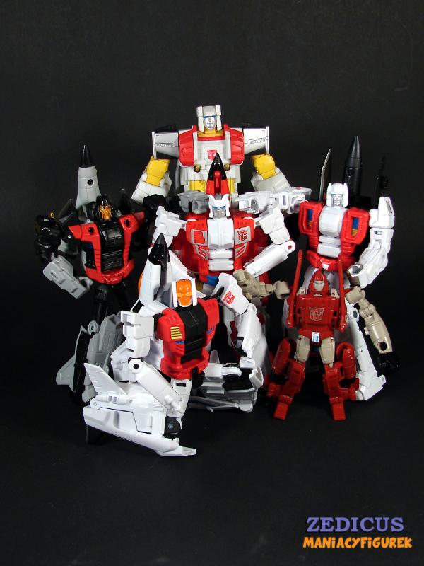 Z tyłu: Unite Warriors Silverbolt, rząd środkowy od prawej: Unite Warriors Sky Dive, Fireflight i Air Raid, z przodu od prawej: Unite Warriors Slingshot i Combiner Wars Powerglide
