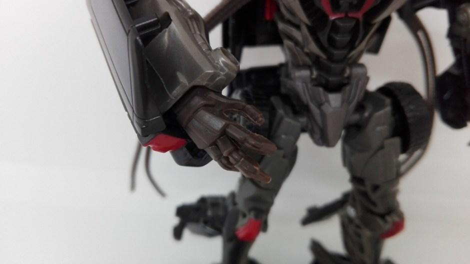 Transformers Studio Series Crowbar robot-arms-2