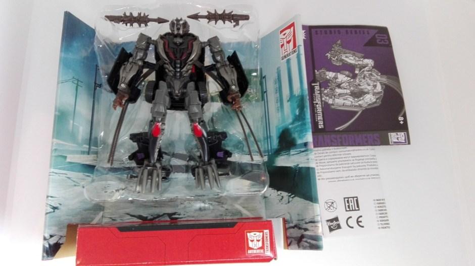 Transformers Studio Series Crowbar box-contents
