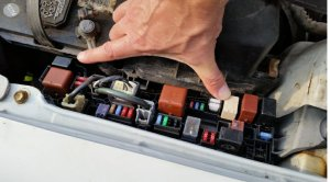 Fix Your Intermittent AC – Replace the Compressor Relay – Practical Mechanic