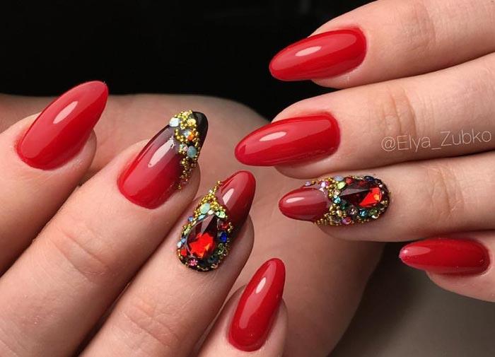 дизайн ногтей красный со стразами 6