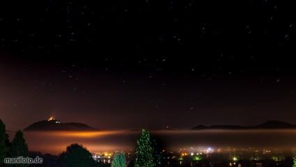 April 2014 .:. Der Drachenfels thront über den Nebelschwaden über dem Rheintal in sternklarer Nacht