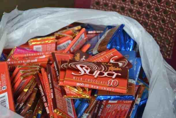 Chocolates for school kids Plantation Villa Resort in Sri Lanka. maninio.com #resortsrilanka #villaresort