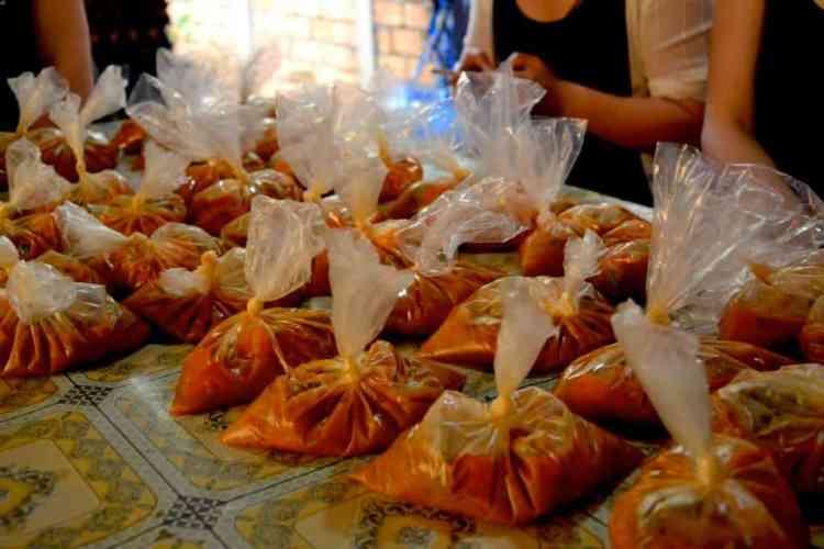 Soup preparation- #volunteerinasia #volunteerincambodia maninio.com