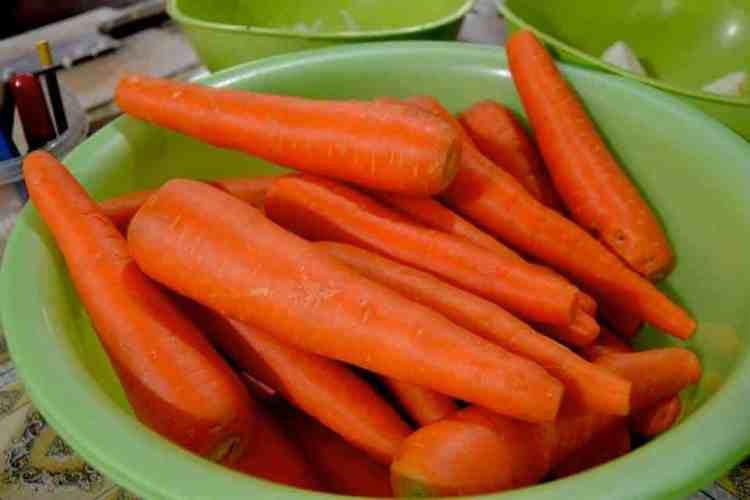 Carrots from market in siem reap - #volunteerinasia #volunteerincambodia maninio.com