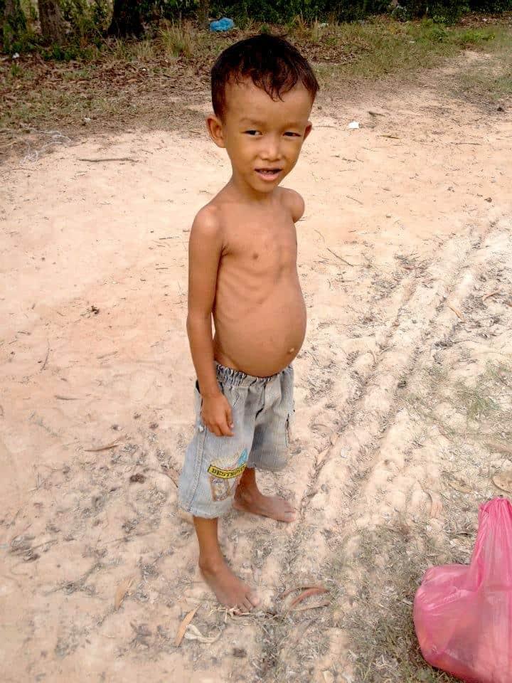 Poor kids in siem reap villages- #volunteerinasia #volunteerincambodia maninio.com