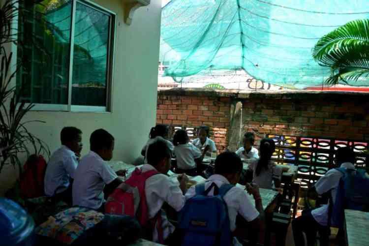 Φτωχά παιδία στην καμπότζη - #εθελοντισμόςκαμπότζη #εθελοντισμόςασία maninio.com