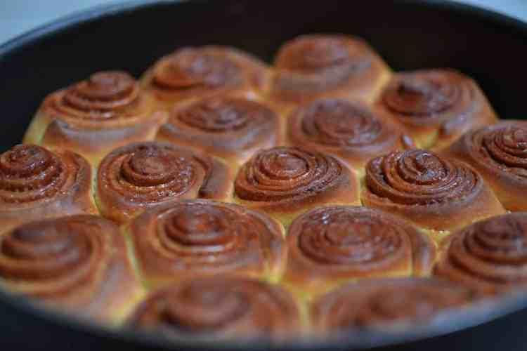 baked cinnabon rolls - maninio.com