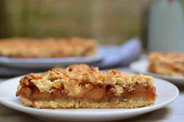 My endless love for Apple Pies #applepieserving #greekpastries maninio.com