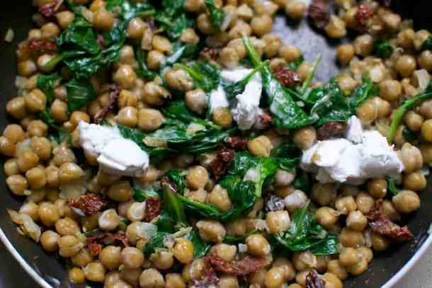 chickpeas-with-spinach-and-dried-tomatoes_add-of-cream