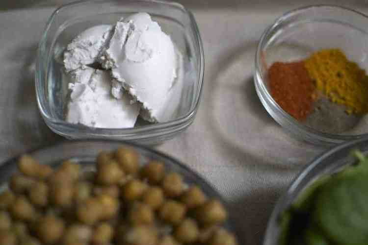 chickpeas-with-spinach-and-dried-tomatoes_coconut-crea