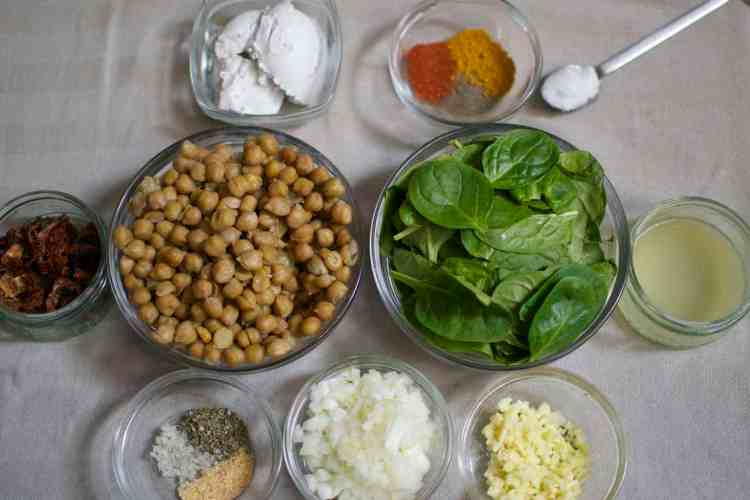 chickpeas-with-spinach-and-dried-tomatoes_mise-en-place-maninio