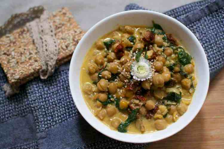 chickpeas-with-spinach-and-dried-tomatoes_serving3