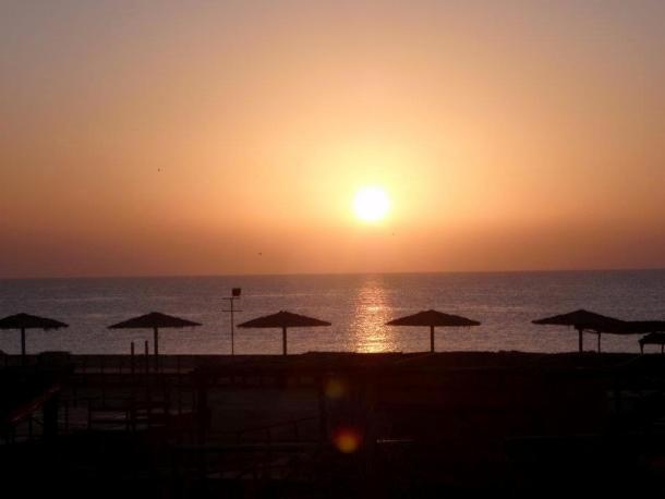 Sunset in Doha Desert. maninio.com #qatardohaasiangames #dohadesert
