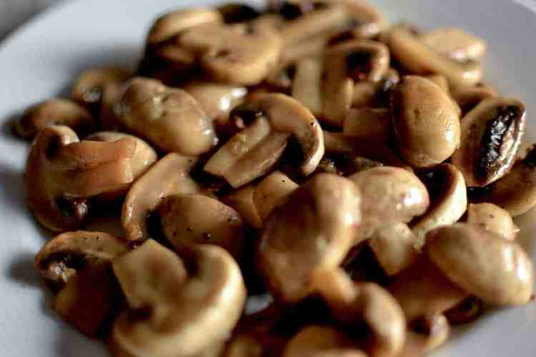 Juicy Sauteed Mushrooms with mandarin - serving- maninio.com -#mushroomssautted #mushroomscooking