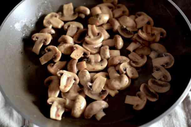 Σωταρισμένα μανιτάρια με λεμόνι και μανταρίνι