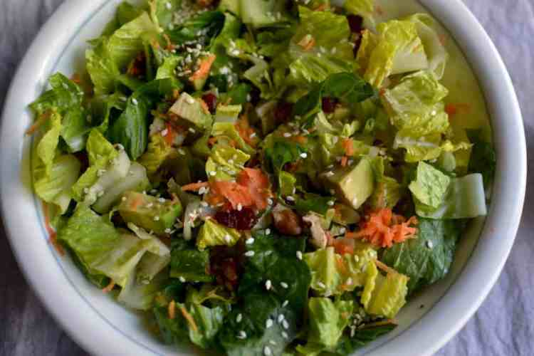 Lettuce and Avocado Salad with Mustard Vinaigrette. maninio.com #avocadosalad #greeksalads