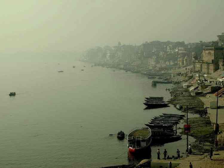 Βαρανάσι (Ινδία): Η θέα στον ποταμό απο το δωματιό μας. maninio.com