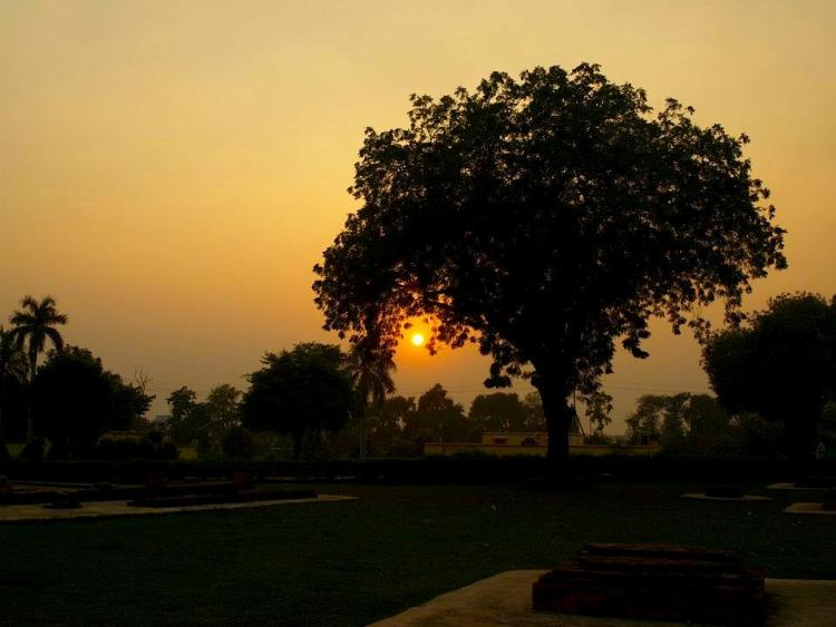 varanasi - maninio - travel - india - journey - asia