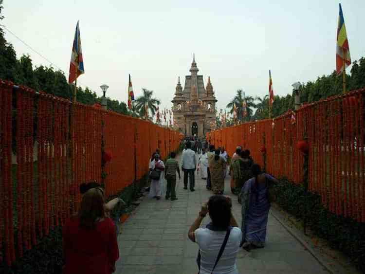 Βαρανάσι (Ινδία): Ανάμεσα στην ζωή & στον θάνατο. Περιήγηδη στον Ναό. maninio.com