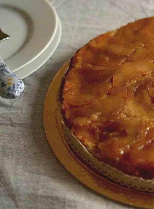35+ Vegan Προτάσεις φαγητού για Χριστούγεννα και Πρωτοχρονιά, Ανάποδη μηλόπιτα. maninio.com