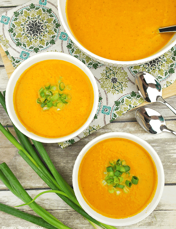 10 Healthy, Vegan Soup Ideas for Autumn and Winter - Curried Carrot Soup. maninio.com
