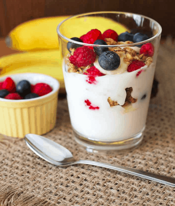 Delightfuladventures - Berry banana granola parfaits - Vegan Healthy Breakfast Ideas to Start your day. maninio.com