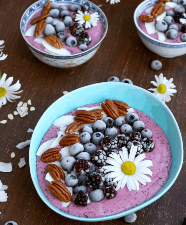 Happykitchenrocks -How to make a smoothie bowl - Vegan Healthy Breakfast Ideas to Start your day. maninio.com