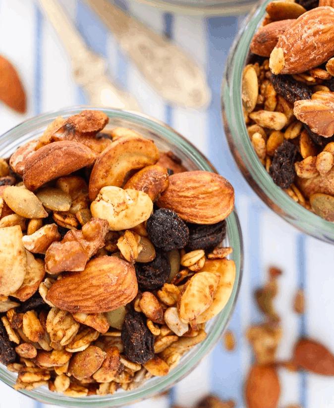 Mariaushakova - Homemade sugar free granola - Vegan Healthy Breakfast Ideas to Start your day. maninio.com