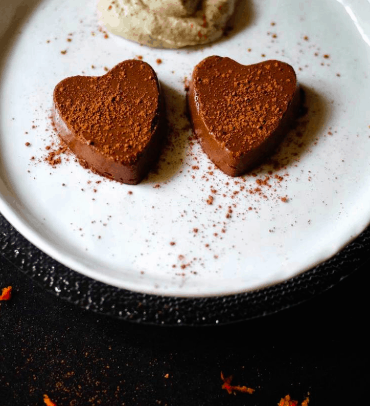 REFINED SUGAR-FREE CHOCOLATE ORANGE SEMIFREDDO WITH SWEET CASHEW CREAM Vegan & Sugar Free Valentine's Treats. maninio.com