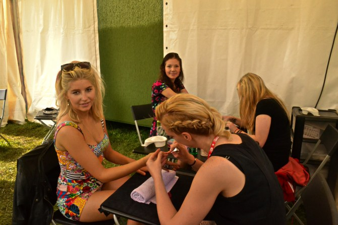 Phoebe from Made in Chelsea who was with one of the Foals having her nails done in the salon