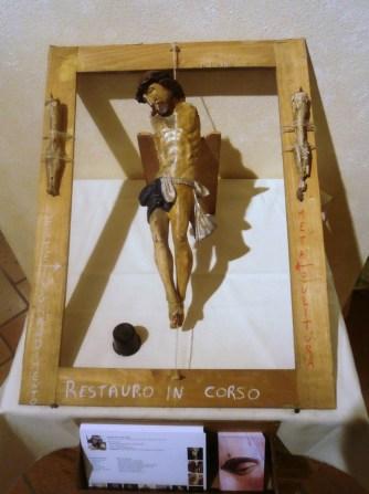 Allestimento per restauro Cristo ligneo