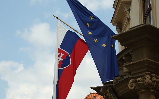 Slovak and European Union flags on Lichtenštejnský palác in Kampa, Prague, CZ ( Wikimedia )