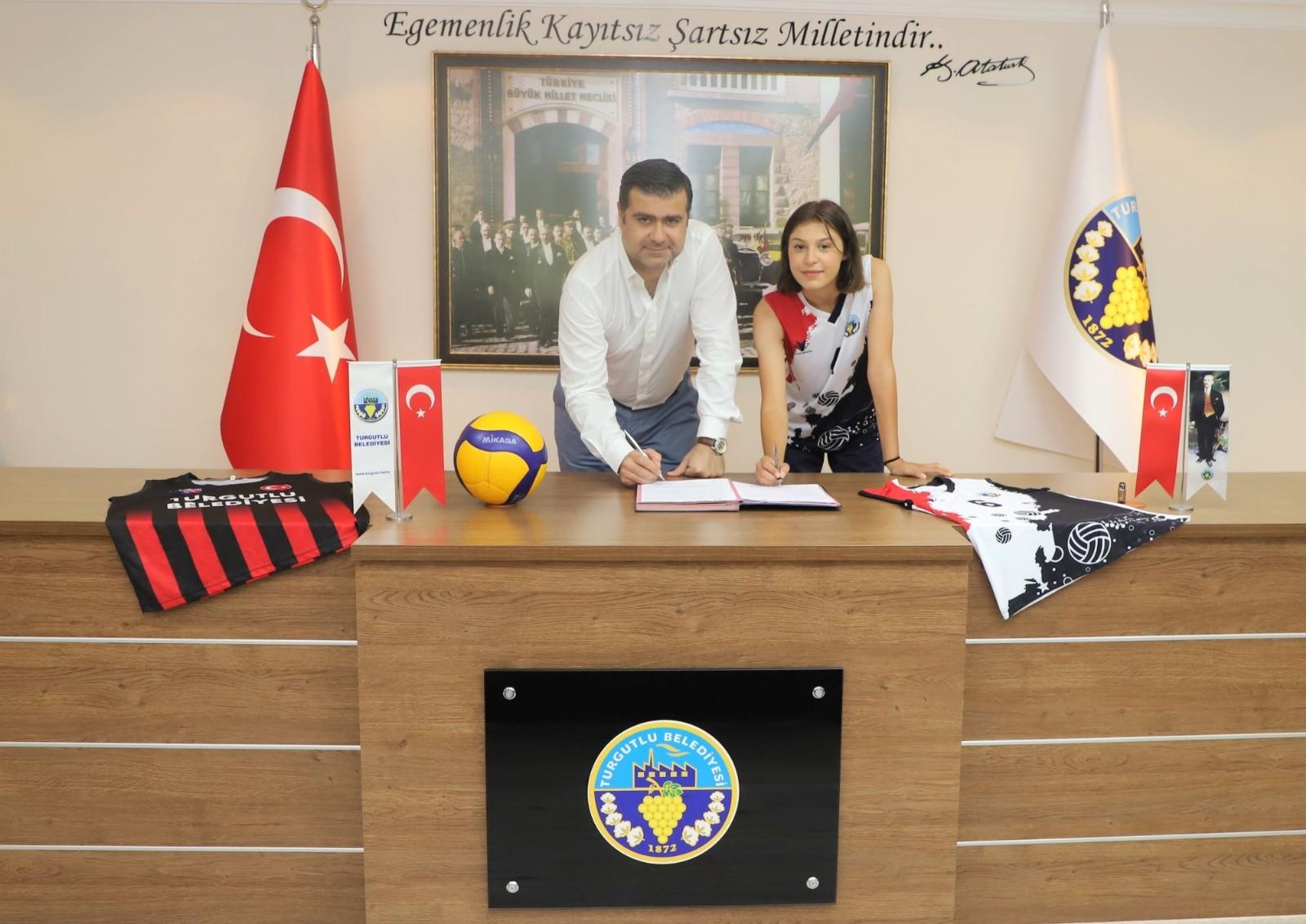 Turgutlu Belediyespor voleybolda altyapıdan bir imza daha
