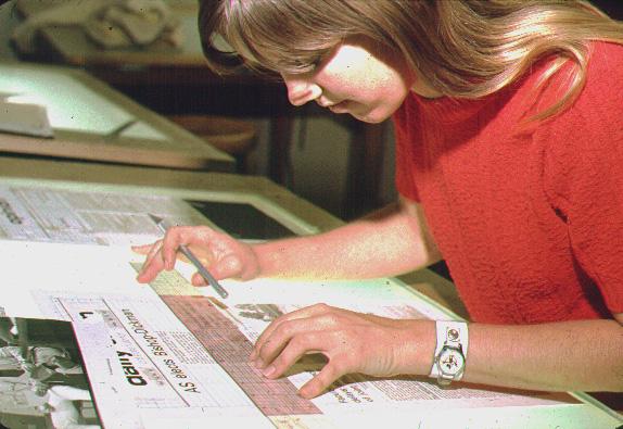 Pruf akhir kemudian dicetak dan ditata letak oleh seorang layouter dengan cara menempel.