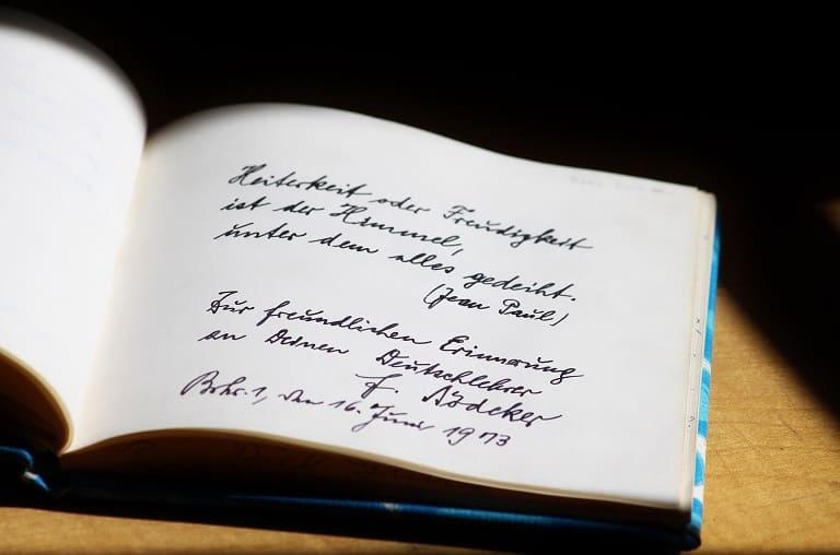 Puisi Cinta Roman Picisan yang Bikin Baper