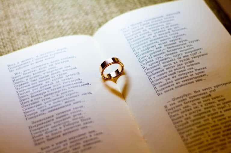 Puisi Cinta Romantis untuk Kekasih atau Pacar Tersayang Beserta Maknanya
