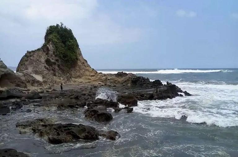 tempat wisata ciamis pantai karang nini