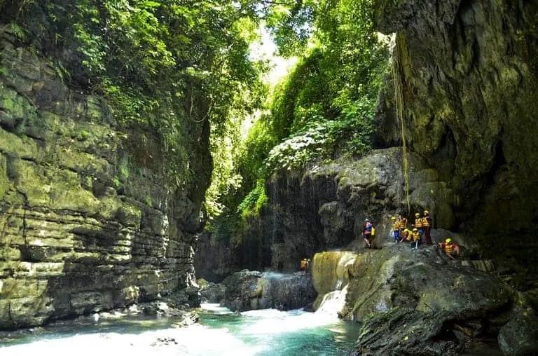 tempat wisata green canyon di ciamis