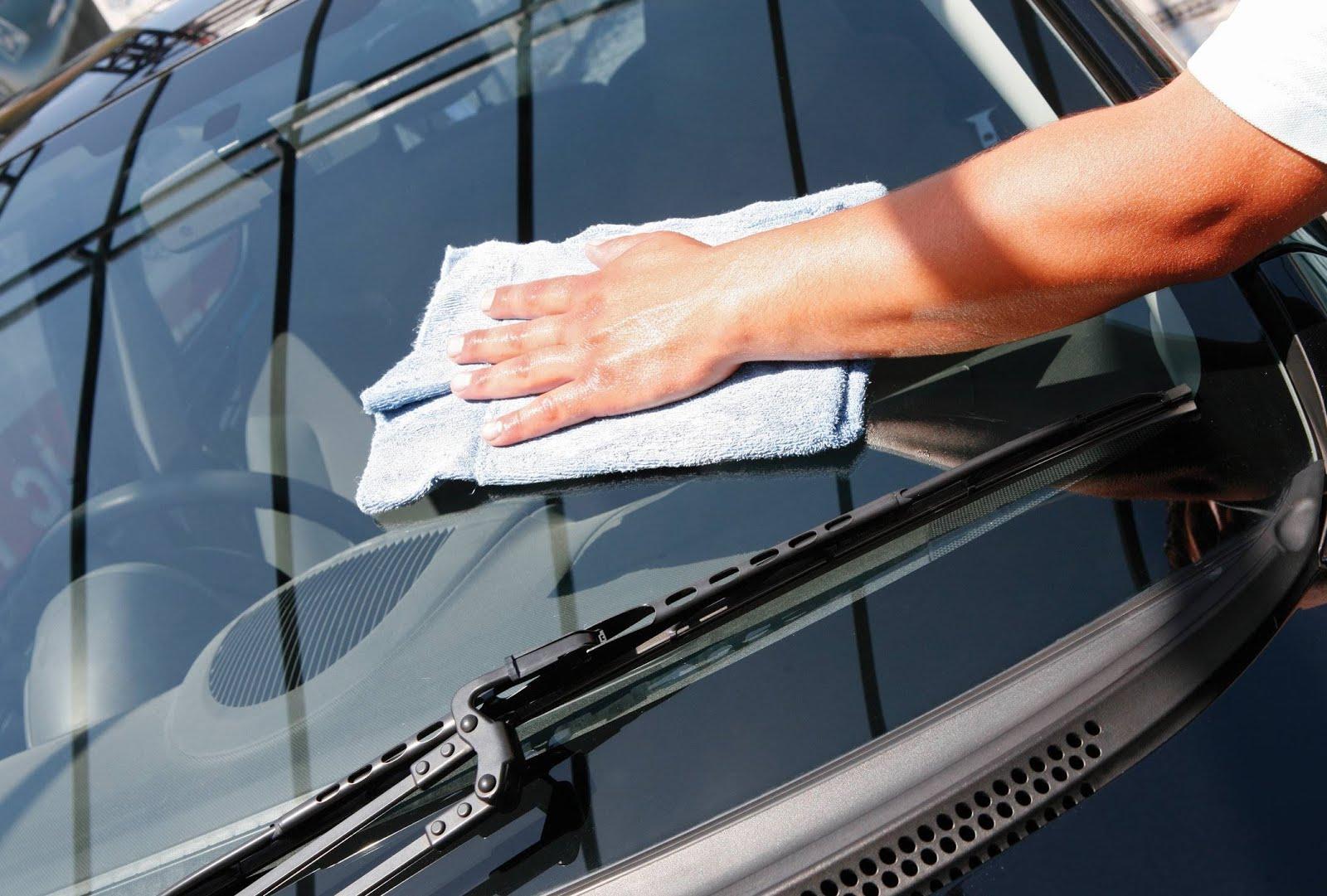 Bersihkan Mobil Dari Debu Atau Kotoran