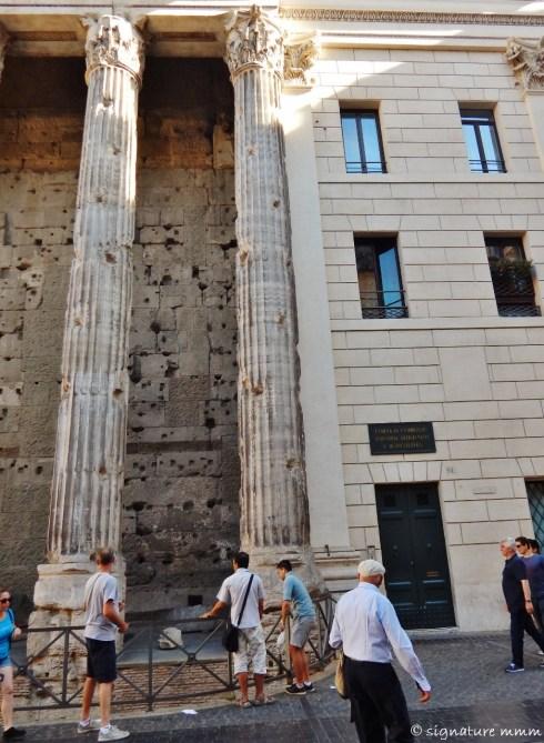 Temple of Hadrian, Piazza di Pietra