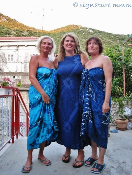 Three blue graces. You are missing!