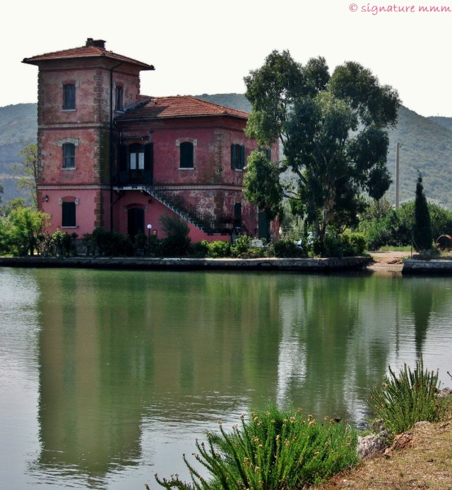 I'll be wondering how it would be to live in this house on the Orbetello lagoon to see when the flamingos arrive for the winter.