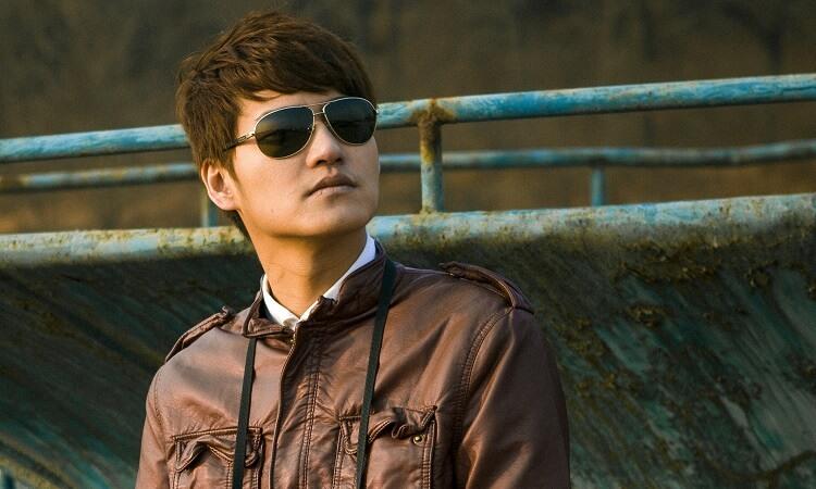 Angular fringe short haircut for men. Neat and stylish