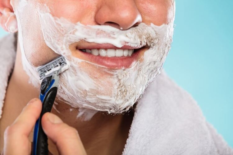 The top pre shaving oil should offer slickness and protection layer to your skin