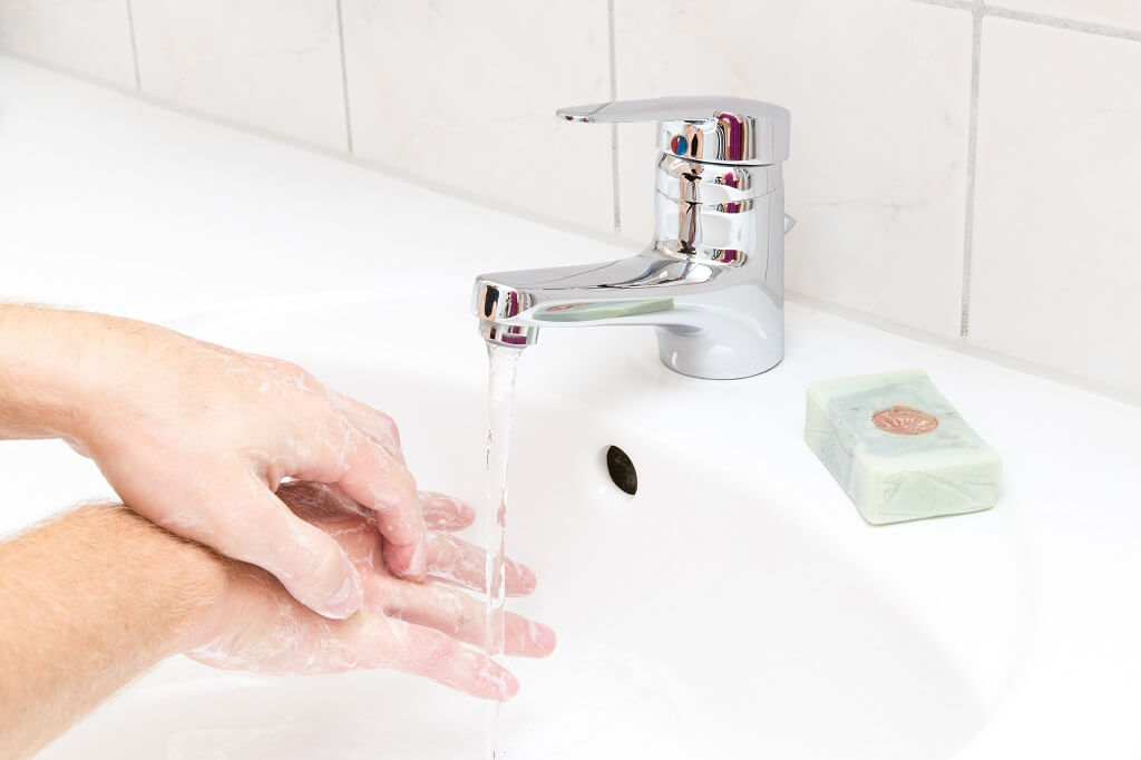 How to wash your hands properly step 4