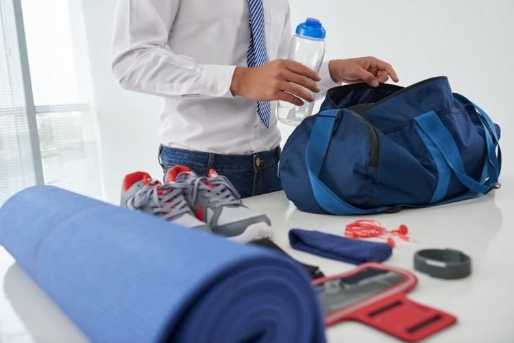 What to put inside a gym bag